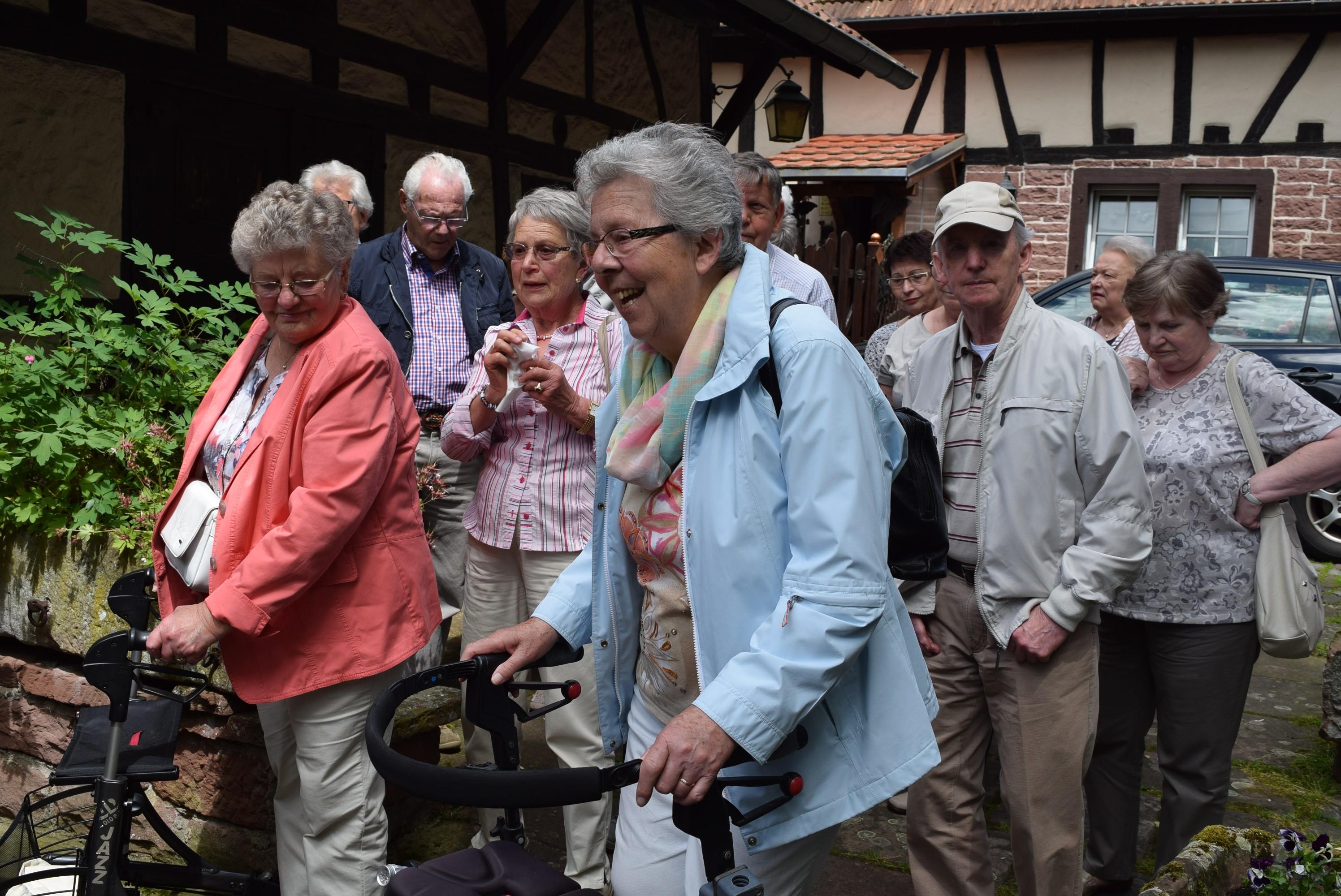 einige Senioren bei einem Ausflug